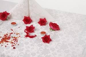 Скатерть овальная 200х145 010101/1589 Белая цветочный узор