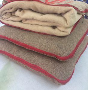 Плед в подушке